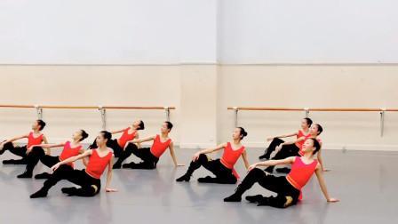 热情奔放的蒙古族舞《杭盖交德日娜娜》,抖肩抖累了坐地上休息会!