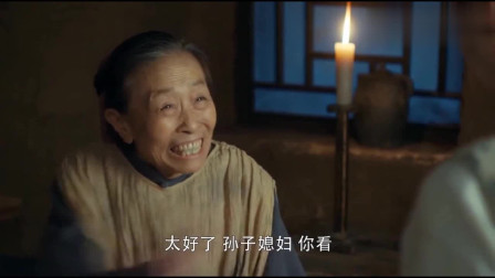 娘道:被劫持20年,老夫人终于逃回家,家人都以为她去世了