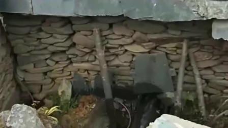涨姿势:来云南开眼界了,这就是云南十八怪之一,石头拿到房上盖!