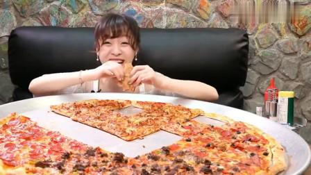 大胃王mini挑战超大披萨,直径快接近一米了,她能吃完吗