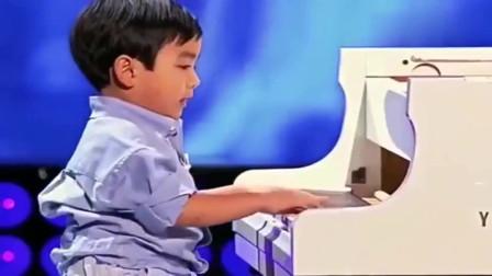 中国4岁神童上美国达人秀,演奏野蜂飞舞,吓坏主持人
