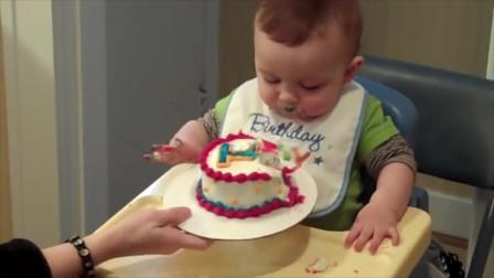 小宝宝一周岁,第一次吃生日蛋糕,吃相太猛了,把全家逗的哈哈笑