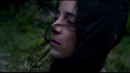 奔跑吧艾米丽:小男生和艾米丽心生情愫,暴风雨要来了,艾米丽却坚持不回去