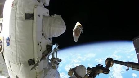 宇航员向太空扔了一个盾牌,扔出去没关系,你还能捡的回来吗?