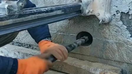 请德国人来打孔一个八十,这是义乌出的新工具吗,钻墙如钻纸一样!