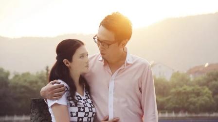 七年之痒:丈夫无意间看见陌生人发信息给女友,叫上兄弟直逼酒店