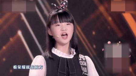 闫黎明参加央视童声唱,与歌手云朵同台演唱《信仰的光芒》