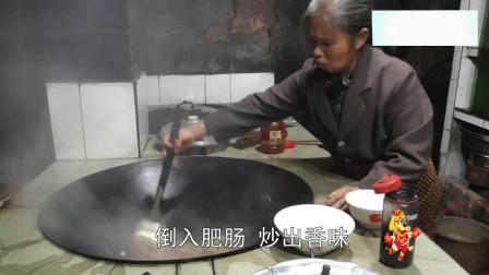 农村王四:四川特色,红烧肥肠面,我能吃三碗