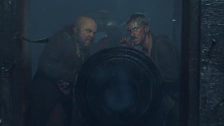 加勒比海盗:海盗与船员交战,在大炮里装餐具什么意思!