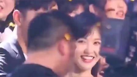 罗晋唐嫣夫妇好恩爱,唐嫣笑得好美啊,幸福的感觉好羡慕!