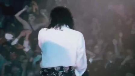 美国纽约:别人唱歌要钱,他唱歌要命,致敬天王迈克尔杰克逊!