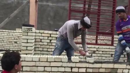 工地上最快的砌砖工,可以申请吉尼斯纪录了,老板天天给他加鸡腿