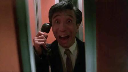 亡命鸳鸯:和雇主联系,雇主派来大卡车,直接把电话亭撞烂了