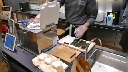 日本饭团寿司的制作,把米饭放进这机器就做好了!网友:没灵魂!