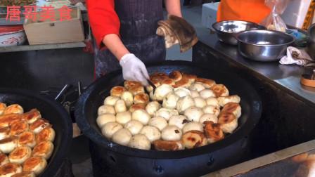 蚌埠美食,珠城排名第一早点牛肉煎包1.5元一个,排队几米买个煎包像