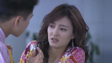 王丽坤在街头被人莫名其妙的抹了一手狗的大便,感到特别生气