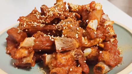 电饭煲别老焖米饭了,用它做羊排,简单又好吃,天天吃都不腻