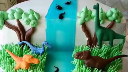 做蛋糕的设计师太难了,还要考虑好孩子的喜好,恐龙蛋糕就这样练成了