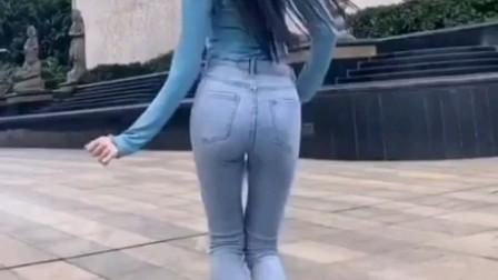街拍紧身牛仔裤美女《1》