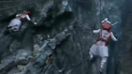 印度玩杂技是真的牛,悬崖之中飞檐走壁不费吹灰之力