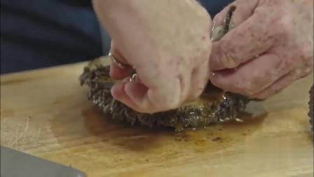 广东人用五十年份的鲍鱼来打火锅,就连用的锅都跟大家的不一样