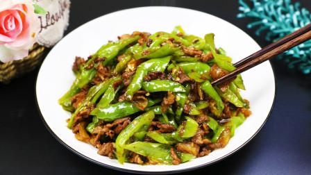 饭店大厨教你做农家小炒肉,辣椒很香,汤汁下饭,只需一个小技巧