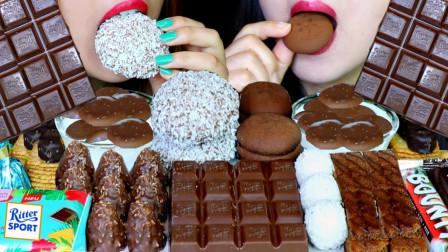"""韩国ASMR吃播:""""巧克力棉花糖蛋糕雪球+黑巧克力棒+蛋糕棒+饼干麦片+费列罗"""",听这咀嚼音,吃货姐妹花吃得真香"""