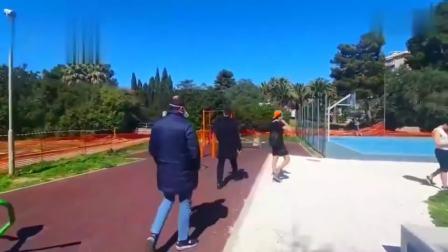 意大利市长硬核骂走聚集人群 顺带还关闭了公园