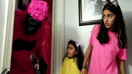 国外儿童时尚:姐妹俩在玩捉迷藏呢,真有趣