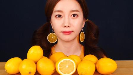 """韩国美女作死挑战:一次性吃10个""""柠檬"""",这表情是认真的吗?"""