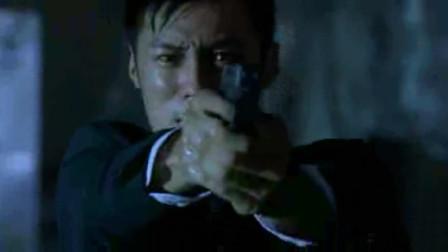 鬼竟是余文乐杀死的连环杀手,现在来找他报仇,赶紧跑到家里