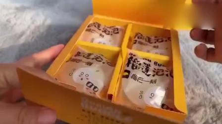 试吃榴莲雪媚娘,里面满满的榴莲,每咬一口都是幸福啊