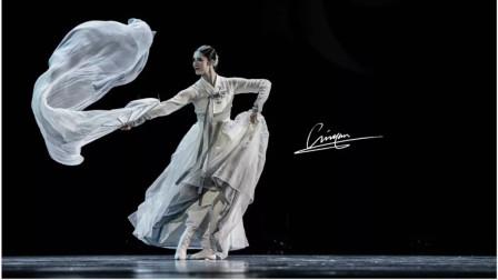 一把绸扇却舞出了一把剑的感觉,颠覆了我对朝鲜舞的固有印象!