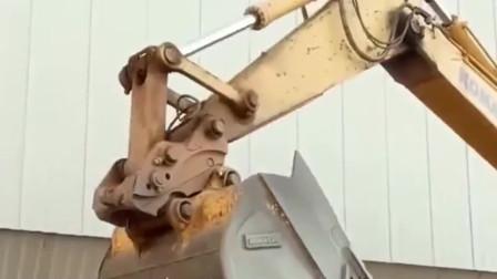 广西老司机操作就是牛,挖掘机15秒快速换接头