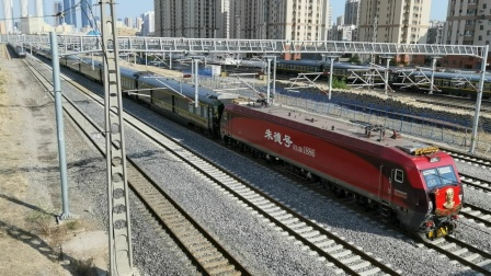 向朱总司令致敬!(Z158次  哈尔滨西—泰州),旁侧C1113次  通辽—沈阳北和K2388次  长春—南宁