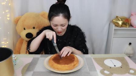 """妹子挑战继凉皮后的全网爆火""""电饭煲蛋糕""""真的在家也能做大厨?"""