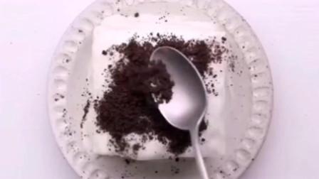 用奥利奥饼干做的酸奶吐司砖,真的是太美味了,过生日不用买蛋糕了。