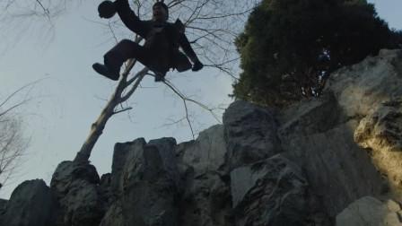 笑神穷不怕:朱哥让瞎子李一直往前跳,结果跳水里了,王爷乐了