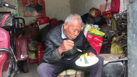 80岁海爷第一次吃生日蛋糕,老人很激动,赶场多次也没人送我