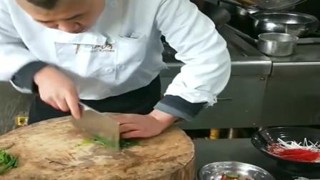 北京的大饭店,都是这样切葱丝的,粗细均匀非常有颜值!