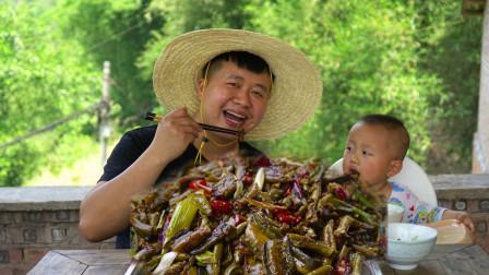 """农村小伙200买5斤黄鳝,做川菜""""泡椒鳝鱼""""配上一锅米饭真香"""