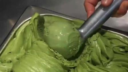 今天领美国女朋友来吃抹茶冰激凌,看着绿油油的颜色,这是要暗示我点什么吗?