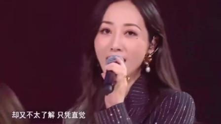 乘风破浪的姐姐们舞台,刘敏涛优雅中透露出搞笑