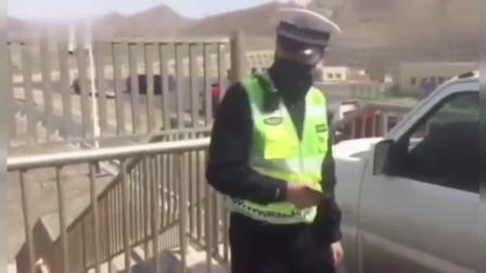 监控:司机高速走错路将车开上天桥掉头,交警都惊了