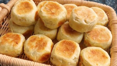 教你做老式酥皮绿豆糕,平底锅就能做,细腻绵柔,清凉解暑