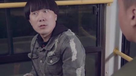 陈翔六点半:蘑菇头公交车上吐槽丝袜美女,结果惹到了社会大哥!
