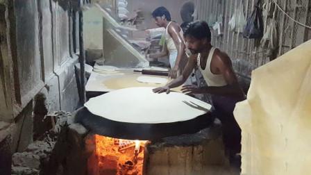 印度最薄的饼,全都大人一等,全靠一口大黑锅,三哥手法娴熟!