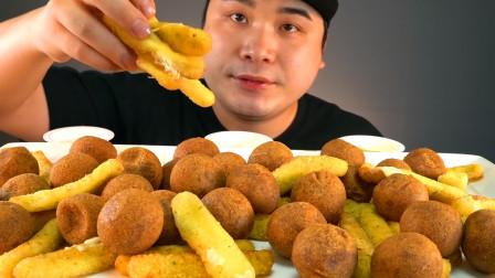 韩国网红吃播,芝士棒配芝士球,那种烫嘴的感觉让小哥越吃越爽!