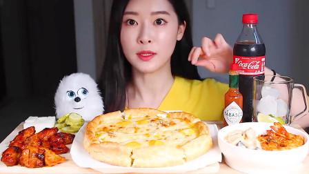 """韩国吃货美女上线吃播:""""爆辣""""鸡翅加披萨,这吃法简直太馋人了"""