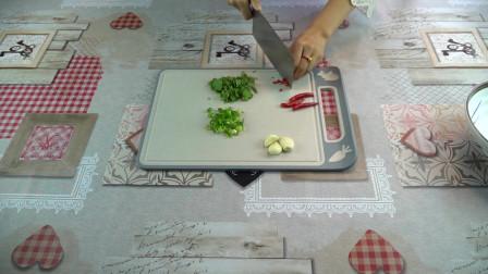 在家就可以做出美味的面食,阳春面就是这样的简单,好吃干净卫生